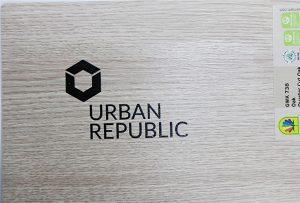 Impressão de logotipo em materiais de madeira por WER-D4880UV 2